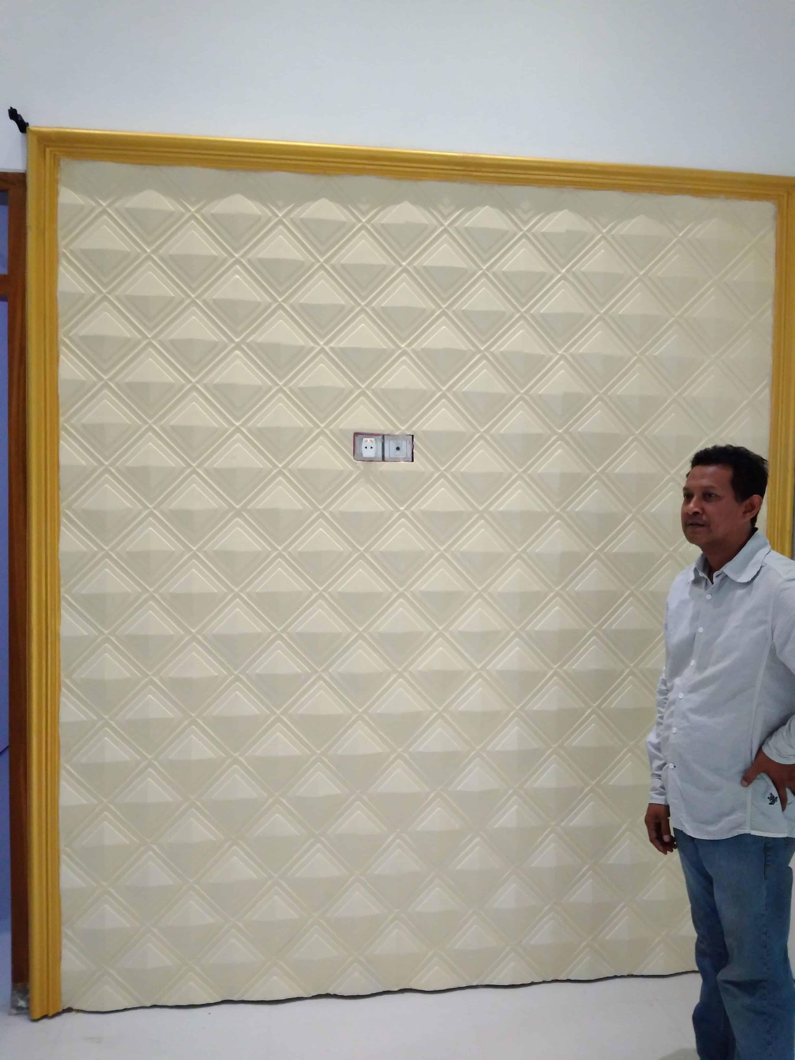 Pemasangan dinding 3d di rumah' Bp Lutfi Mancilan Mojoagung