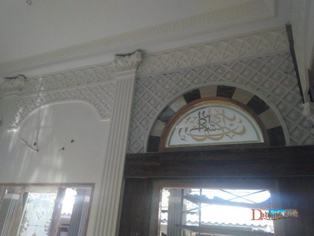 ornamen relief dinding masjid gipsum